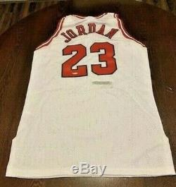 95-96 Upper Deck Authenticated Michael Jordan Signed RARE White Jersey