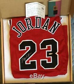 Rare Michael Jordan Upper Deck Signed GOLD LOGO Game Issued Pro Cut Jersey 96-97